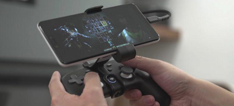 Móvil más barato compatible para jugar a Stadia, como si fuera una consola portátil, accesorio The Claw